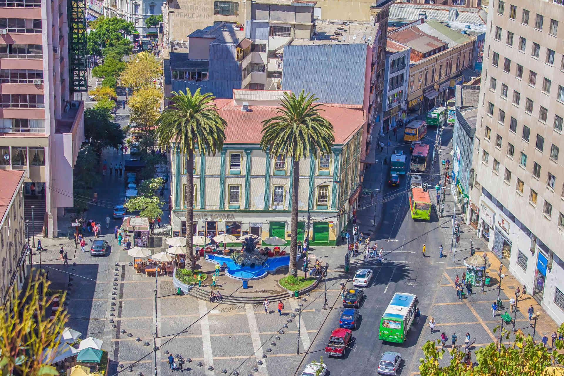 Vista hacia Plaza Anibal Pinto desde Paseo Atkinson